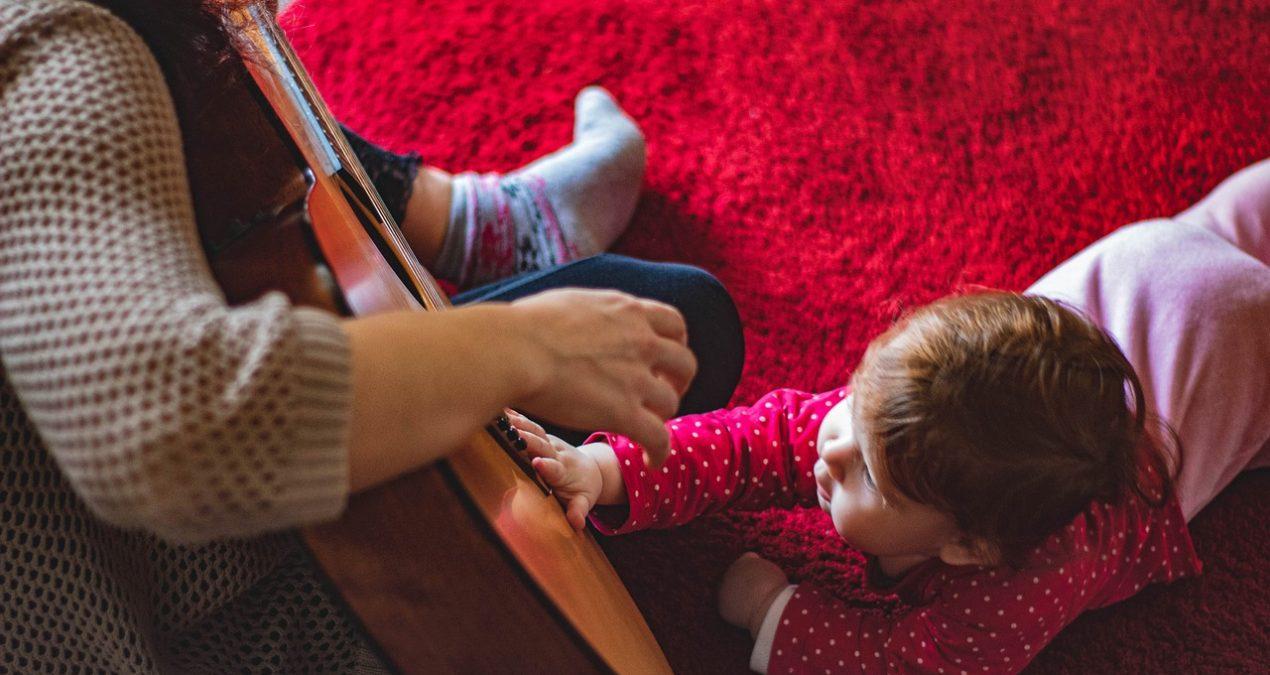 Développement de bébé : les avantages des tapis d'éveil